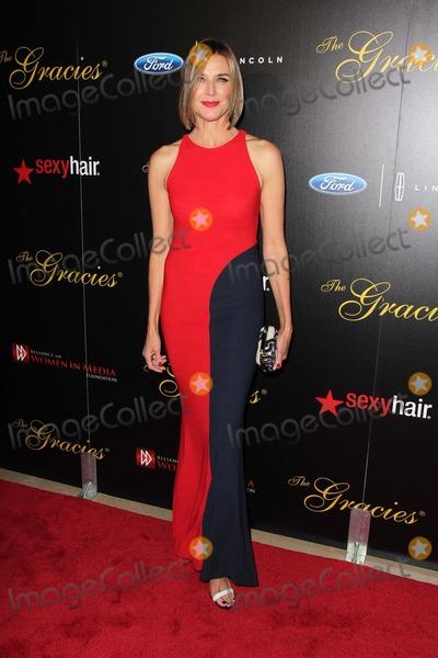 Brenda Strong Photo - Brenda Strongat the 2013 Gracie Awards Gala Beverly Hilton Hotel Beverly Hills CA 05-21-13