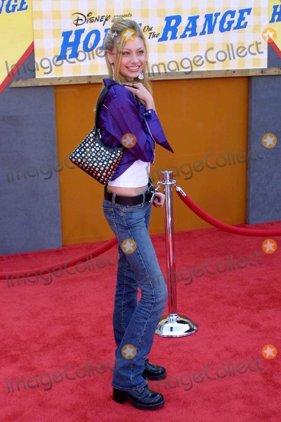 Alyson Michalka Photo - Alyson Michalka at the World Premiere of Disneys Home On The Range in the El Capitan Theatre Hollywood CA 03-21-04