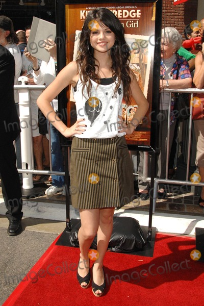 Selena Gomez Photo - Selena Gomez at the world premiere of Kit Kittredge An American Girl The Grove Los Angeles CA 06-14-08