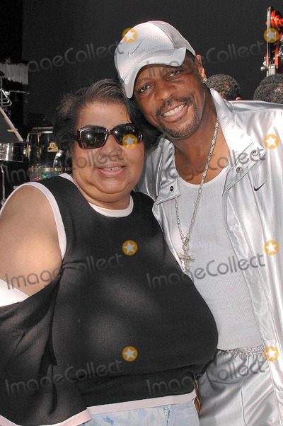 Ali (Ollie) Woodson Photo - Aretha Franklin and Ali Ollie Woodson at the sound check rehearsal for Arethas concert at the Greek Theatre Los Angeles CA 09-17-04