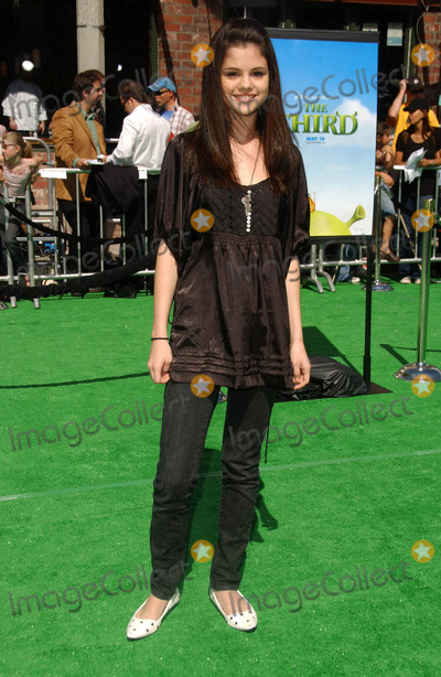 Selena Gomez Photo - Selena Gomez at the Los Angeles Premiere of Shrek The Third Mann Village Theatre Westwood CA 05-06-07