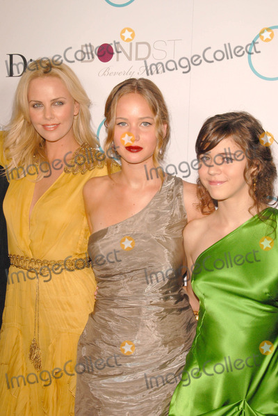 Jennifer Lawrence Photo - Charlize Theron with Jennifer Lawrence and Tessa Ia at the Los Angeles Premiere of Burning Plain Bond Street Beverly Hills CA 09-14-09
