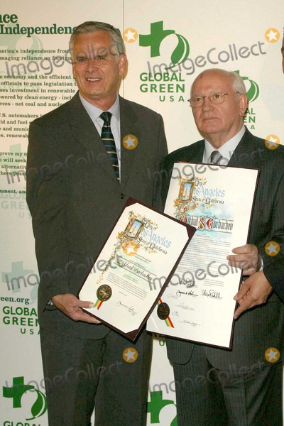 Mikhail Gorbachev Photo - Los Angeles Mayor James Hahn and former Soviet President Mikhail Gorbachev at the Global Green - 8th Annual Green Cross Millennium Awards at the St Regis Hotel Century City CA 03-24-04