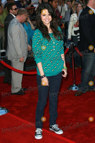 Selena Gomez Photo - Selena Gomezat the world premiere of The Game Plan El Capitan Theater Hollywood CA 09-23-07
