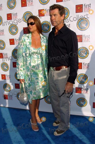 Keely Shaye-Smith Photo - Keely Shaye Smith and Pierce Brosnanat First Stars Celebration For Childrens Rights Benefit Santa Monica Barker Hanger Santa Monica CA 06-03-06