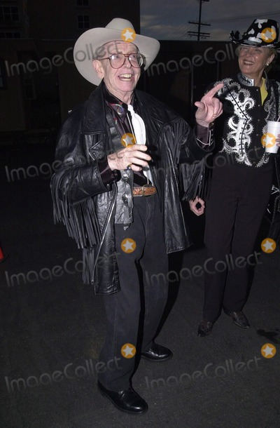 Milton Berle Photo -  Milton Berle at SHAREs 47th Annual Boomtown party in Studio City 05-13-00