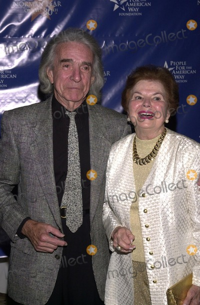 Arthur Hiller Photo - Arthur Hiller with wife Gwen at A Toast To Normal Lear by People For he American Way Beverly Hilton Hotel Beverly Hills CA 09-21-02