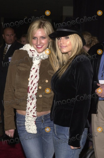 Ashlee Simpson Photo - Ashlee Simpson and Jessica Simpson at the premiere of Touchstone Pictures The Hot Chick at Loews Cineplex Century City CA 12-02-02