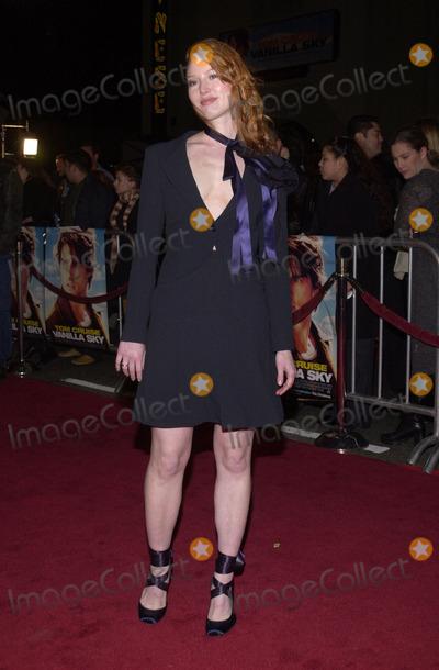 Alicia Witt Photo - Alicia Witt at the premiere of Paramounts Vanilla Sky at the Chinese Theater Hollywood 12-10-01