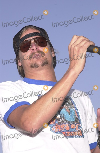Alabama Photo - Kid Rock performs Sweet Home Alabama at the American Liver Foundations Seeking Out Solutions For Hepititis C Ride through Hawthorne Long Beach and Redondo Beach CA 10-27-02