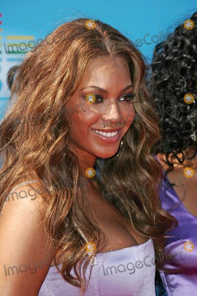 Beyonce Photo - Beyonceat the 2005 BET Awards - Arrivals Kodak Theatre Hollywood CA 06-28-05