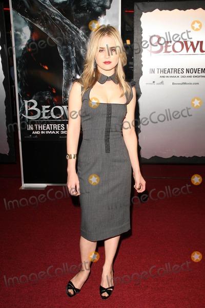 Alison Lohman Photo - Alison Lohmanat the Los Angeles Premiere of Beowulf Westwood Village Theater Westwood CA 11-05-07