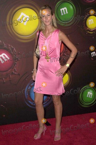 Lady Victoria Hervey Photo - Lady Victoria Hervey at the Experience The Color Of MMs at The MMs Brand City Hollywood CA 03-11-04