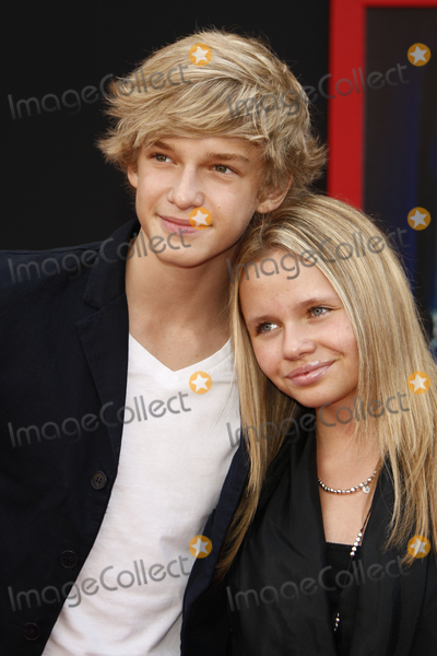 Alli Simpson Photo - LOS ANGELES - March 6  Cody Simpson and his sister Alli Simpson arrives at the Mars Needs Moms World Premiere at El Capitan Theater on March 6 2011 in Los Angeles CA
