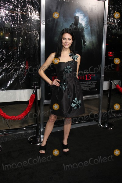Julia Voth Photo - Julia Voth arriving at the Friday the 13th 2009 Premiere at Manns Village Theater in Los Angeles CA on February 9 2009
