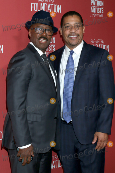 Courtney B Vance Photo - LOS ANGELES - NOV 7  Courtney B Vance David White at the 4th Annual Patron of the Artists Awards at Wallis Annenberg Center for the Performing Arts on November 7 2019 in Beverly Hills CA
