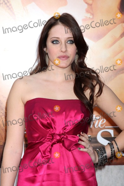 Carly Chaikin Photo - Carly Chaikinarrives at  The Last Song World PremiereArcLight TheatersLos Angeles CAMarch 25 2010