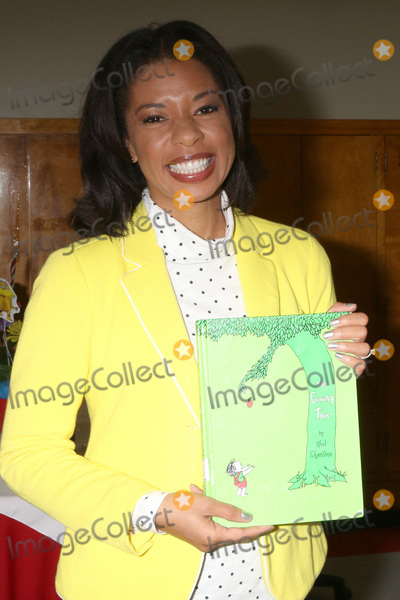 Angel Parker Photo - LOS ANGELES - MAR 1  Angel Parker at the Read Across America Event at the Ardella B Tibby K  8 School on March 1 2019 in Compton CA