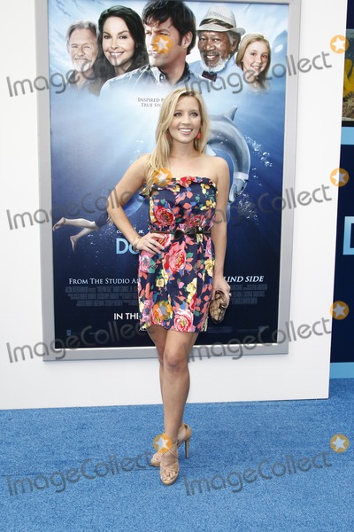 Ashley White Photo - LOS ANGELES - SEP 17  Ashley White arrives at the Warner Bros World Premiere of Dolphin Tale  at The Regency Village Theater on September 17 2011 in Westwood CA