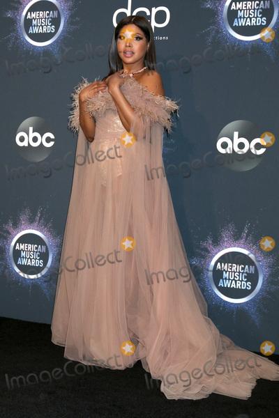 Toni Braxton Photo - LOS ANGELES - NOV 24  Toni Braxton at the 47th American Music Awards - Press Room at Microsoft Theater on November 24 2019 in Los Angeles CA