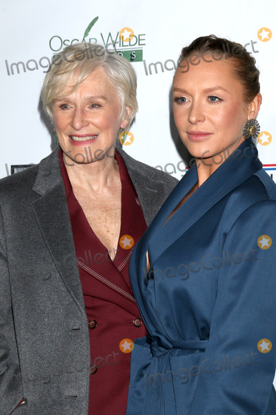 Annie Starke Photo - LOS ANGELES - FEB 21  Glenn Close Annie Starke at the 2019 Oscar Wilde Awards at the Bad Robot on February 21 2019 in Santa Monica CA
