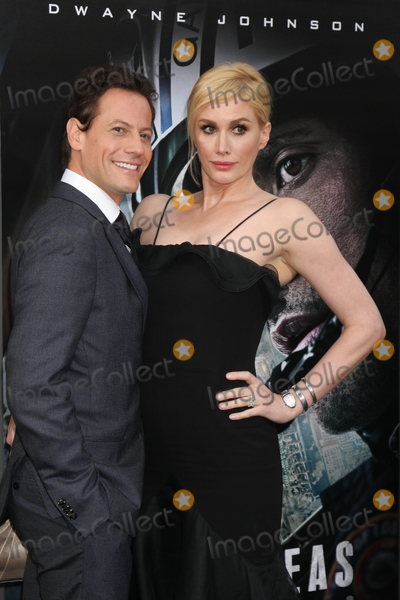 Alice Evans Photo - LOS ANGELES - MAY 26  Ioan Gruffudd Alice Evans at the San Andreas World Premiere at the TCL Chinese Theater IMAX on May 26 2015 in Los Angeles CA