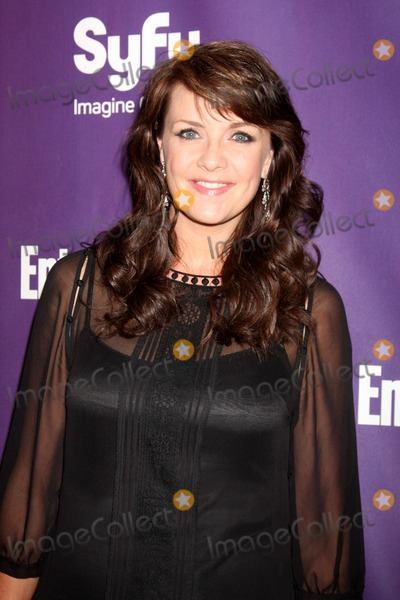 Amanda Tapping Photo - Amanda Tapping arriving at the SyFy  Entertainment Weekly Party at the Hotel Solamar J6 Bar in San Diego CA on July 25 2009