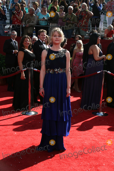 Emilie deRavin Photo - Emilie deRavinarriving at the Primetime Emmys at the Nokia Theater in Los Angeles CA onSeptember 21 2008