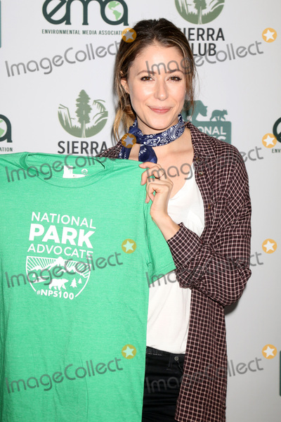 Amanda Crew Photo - LOS ANGELES - JUN 11  Amanda Crew at the Give Back Day to Celebrate National Park Service Centennial at the Franklin Canyon Park on June 11 2016 in Beverly Hills CA