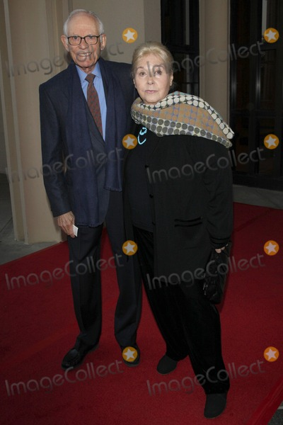 Alan Bergman Photo - Alan Bergman and wife Marilyn Bergman arriving at the Norman Jewison Tributeat LACMAApril 17 2009 - Los Angeles California