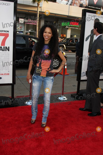 Brook Kerr Photo - Brook Kerr arriving at the 17 Again Premiere at Graumans Chinese Theater in Los Angeles CA on April 14 2009
