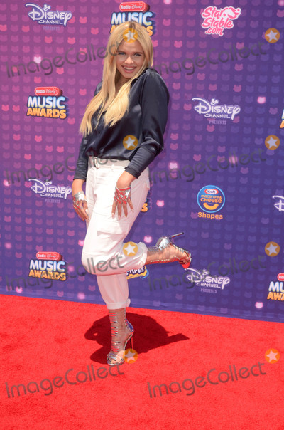 Alli Simpson Photo - LOS ANGELES - APR 29  Alli Simpson at the 2016 Radio Disney Music Awards at the Microsoft Theater on April 29 2016 in Los Angeles CA