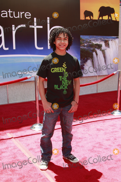 Noah Gray Cabey Photo - Noah Gray-Cabey at the unvieling of his new Whalescape at the Earth World Premiereat the El Capitan TheatreApril 18 2009 - Hollywood California