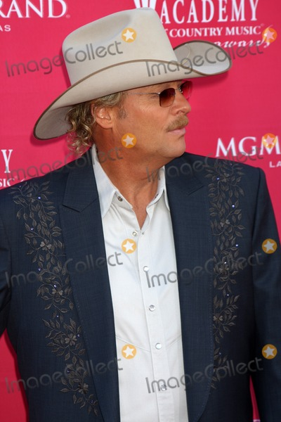 Alan Jackson Photo - Alan Jackson  arriving at the 44th Academy of Country Music Awards at the MGM Grand Arena in  Las Vegas NV on April 5 2009
