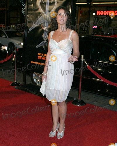 Annabella Sciorra Photo - Annabella SciorraSnakes on a Plane PremiereGraumans Chinese Theater Hollywood CAAugust 17 2006