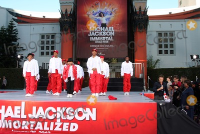The Jacksons Photo - LOS ANGELES - JAN 26  Debbie Allens Dance Academy Troupe perform at the Michael Jackson Immortalized  Handprint and Footprint Ceremony at Graumans Chinese Theater on January 26 2012 in Los Angeles CA