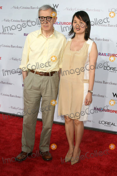 Soon-Yi Previn Photo - Woody Allen  Soon-Yi Previn arriving at the LA Premiere of Vicky Cristina Barcelona at the Village Theater in Westwood CAAugust 4 2008