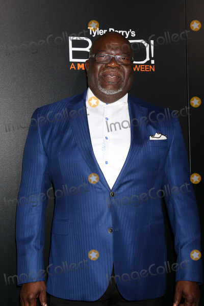 T D Jakes Photo - LOS ANGELES - OCT 17  Thomas Dexter Jakes T D Jakes at the Tyler Perrys BOO A Madea Halloween Premiere at the ArcLight Hollywood on October 17 2016 in Los Angeles CA