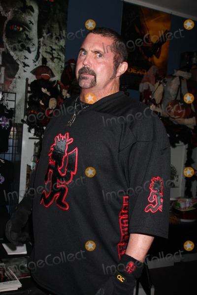 Kane Hodder Photo - Kane Hodder Signing of the new DVD release His Name Was Jason 30 Years of Friday the 13ths at Dark Delicacies Store in Burbank CA on February 3 2009