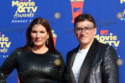 Anthony Russo Photo - LOS ANGELES - JUN 15  Ann Russo Anthony Russo at the 2019 MTV Movie  TV Awards at the Barker Hanger on June 15 2019 in Santa Monica CA