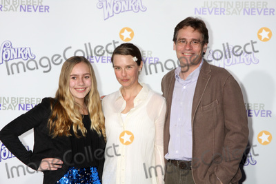 Robert Sean Leonard Photo - LOS ANGELES - FEB 8  Robert Sean Leonard niece and wife  arrives at the Never Say Never Premiere at Nokia Theater  on February 8 2011 in Los Angeles CA