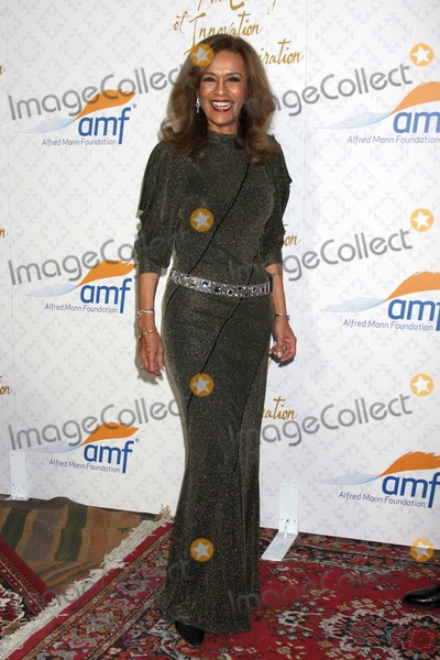 Alfred Mann Photo - LOS ANGELES - OCT 13  Marilyn McCoo at the 10th Alfred Mann Foundation Gala at Robinson-May Lot on October 13 2013 in Beverly Hills CA