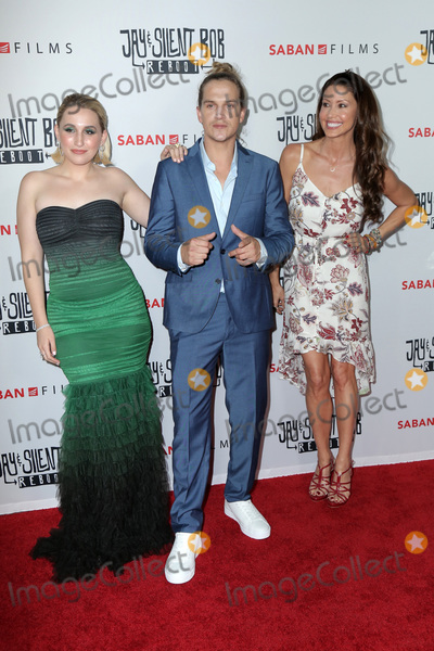 Shannon Elizabeth Photo - LOS ANGELES - OCT 15  Harley Quinn Smith Kevin Mewes Shannon Elizabeth at the Jay  Silent Bob Reboot Los Angeles Premiere at the TCL Chinese Theater on October 15 2019 in Los Angeles CA