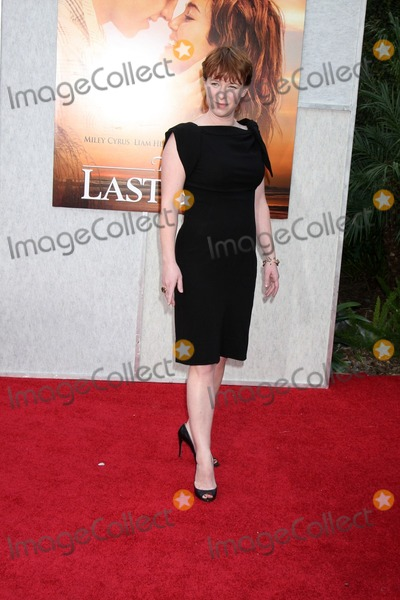 Anne Robinson Photo - Julie Anne Robinsonarrives at  The Last Song World PremiereArcLight TheatersLos Angeles CAMarch 25 2010