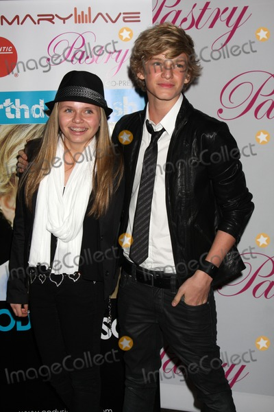 Ali Simpson Photo - LOS ANGELES - JAN 19  Ali Simpson Cody Simpson arrives at Cody Simpsons 14th Birthday Party at Pacific Park at Santa Monica Pier on January 19 2011 in Santa Monica CA