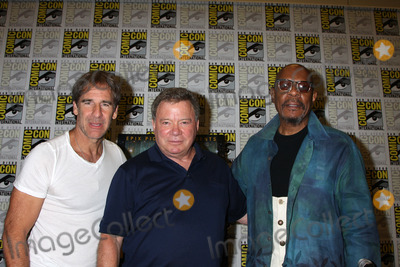 Avery Brooks Photo - SAN DIEGO - JUL 22  Scott Bakula William Shatner Avery Brooks at the 2011 Comic-Con Convention - Day 2 at San Diego Convention Center on July 22 2010 in San DIego CA