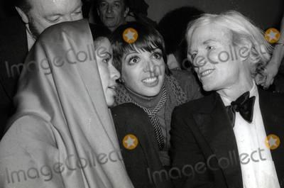 Andy Warhol Photo - Bianca Jagger Liza Minnelli Andy Warhol4045JPGCelebrity Archaeology1978 FILE PHOTONew York CityBianca Jagger Liza Minnelli Andy Warhol at Studio 54Photo by Adam Scull-PHOTOlinknet