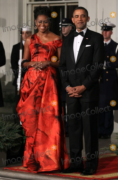 Alex Wong Photo - WASHINGTON DC - JANUARY 19  US President Barack Obama (R) and first lady Michelle Obama (L) welcome Chinese President Hu Jintao for a State dinner at the White House January 19 2011 in Washington DC Obama and Hu met in the Oval Office earlier in the day  Photo by  Alex WongPoolCNP-PHOTOlinknet