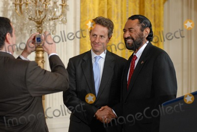 Al Green Photo - Washington DC 9272010RESTRICTED NEW YORKNEW JERSEY OUTNO NEW YORK OR NEW JERSEY NEWSPAPERS WITHIN A 75  MILE RADIUSPresident Obama Small Business Jobs ActPresident Barack Obama signed the Small Business Jobs Act in the East Room of the White House After the signing Rep Al Green (D-TX) poses for a photograph with US Treasury Secretary Timothy GeithnerDigital photo by Elisa Miller-PHOTOlinknet