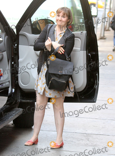 Lena Dunham Photo - Photo by KGC-146starmaxinccom2014ALL RIGHTS RESERVEDTelephoneFax (212) 995-119641414Lena Dunham out and about(NYC)